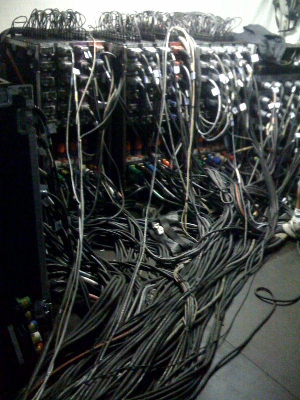 cable_mess_24